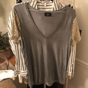 Vici Gray v-neck sequin sleeve t-shirt small